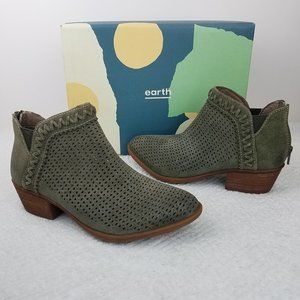 EARTH PEAK PERRY OLIVE LEATHER ANKLE BOOTS